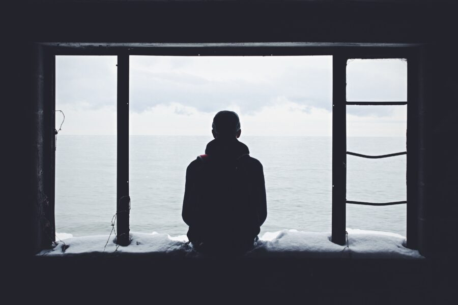 一人暮らしで寂しいときにやっちゃいけないこと